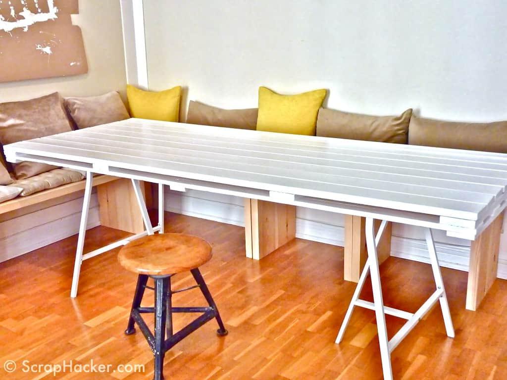 Table blanche en palette de bois