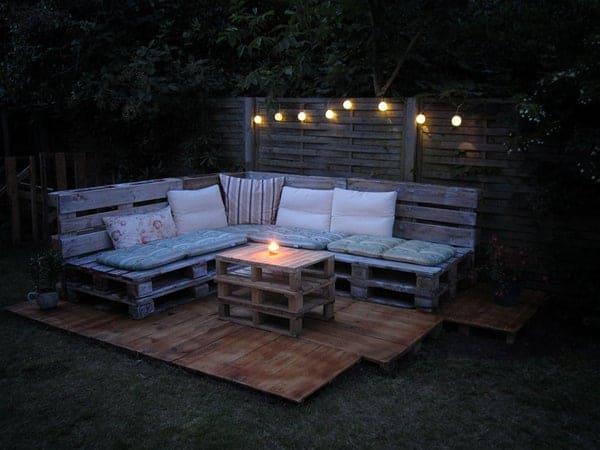Terrasse en palette de bois la nuit