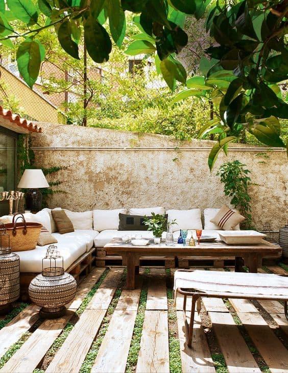 un salon de jardin en palette de bois