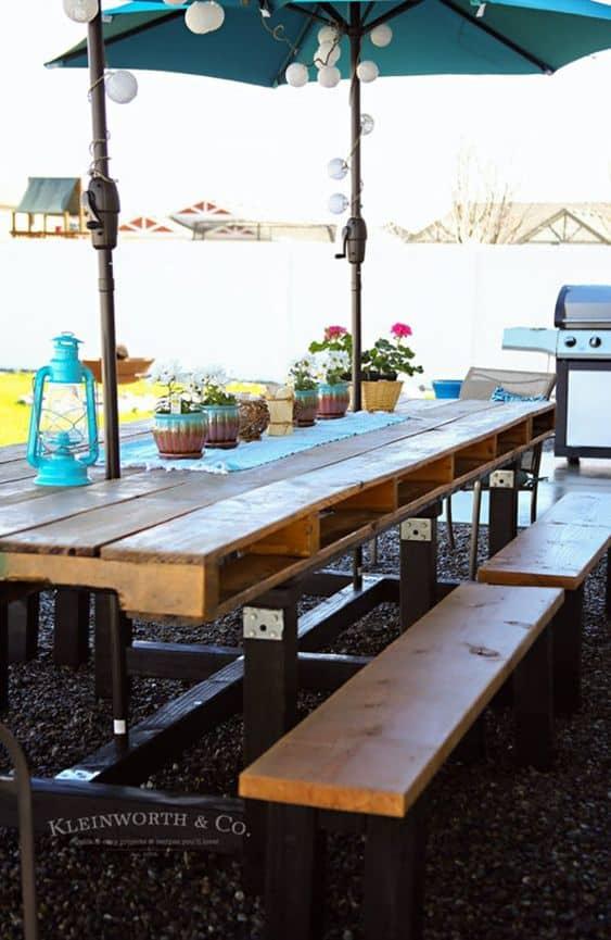 Longue table de jardin en palette