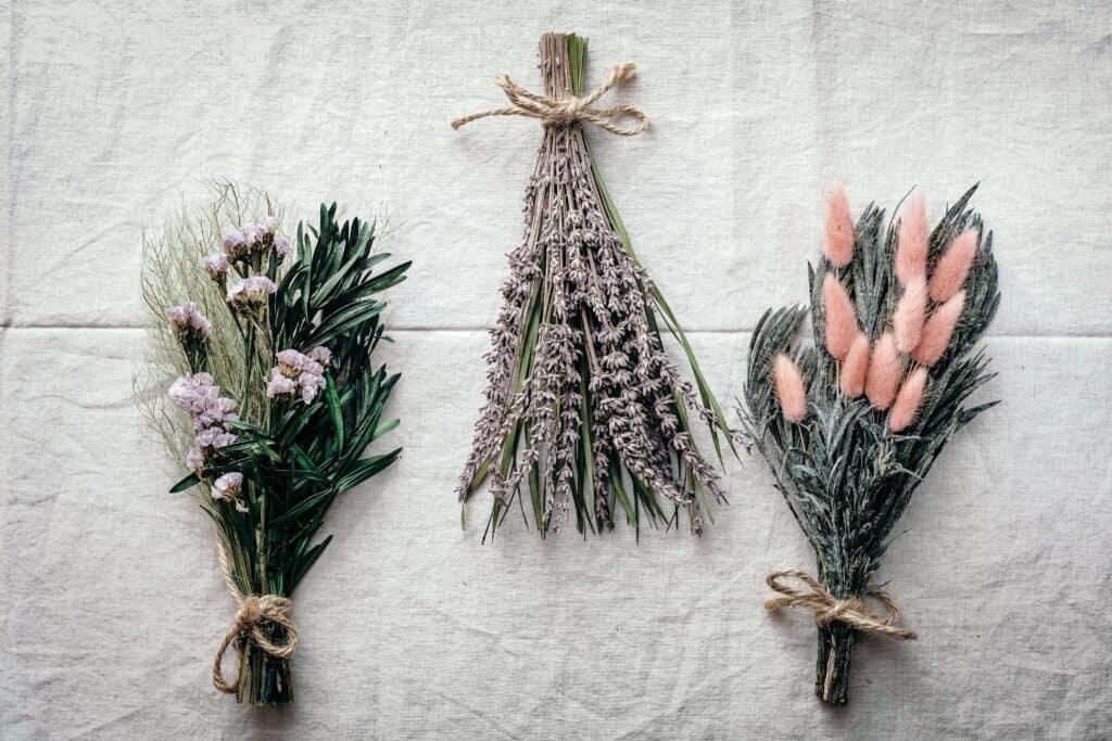 3 bouquets de fleurs séchées